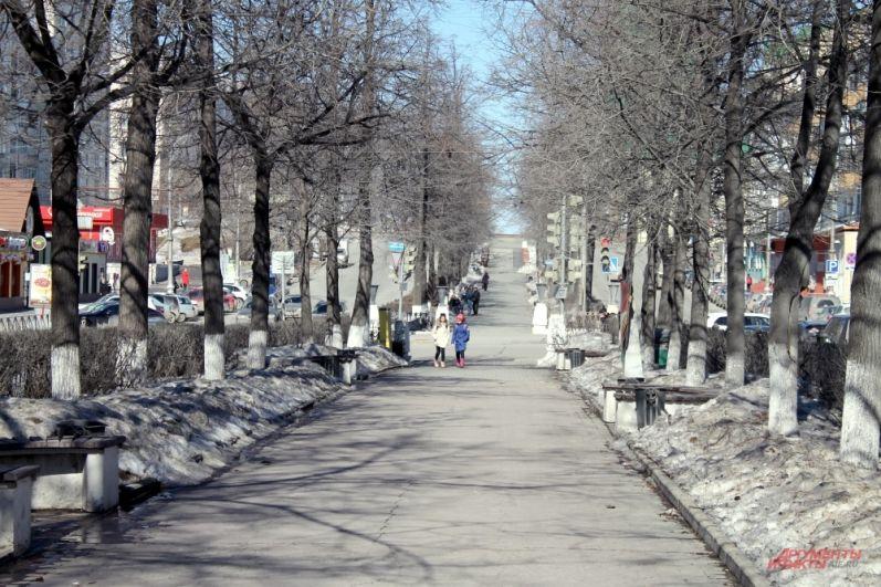 Яркое солнце на Комсомольском проспекте