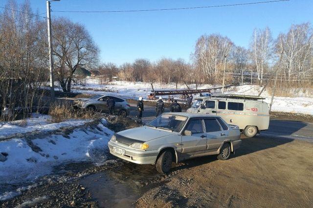 На месте происшествия работали сотрудники ГИБДД, спасатели и коммунальные службы.