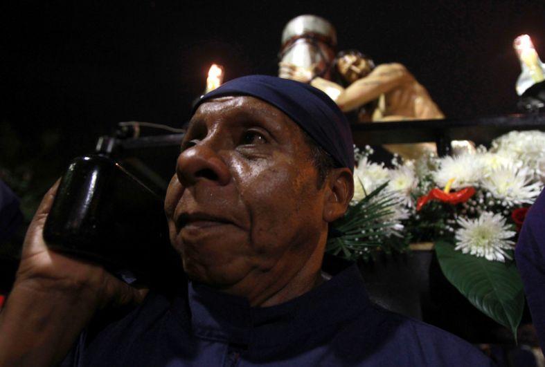 В Колумбии также проходит траурный ход, но он сопровождается молитвами и плачем, поскольку путь к казни - мероприятие не веселое.