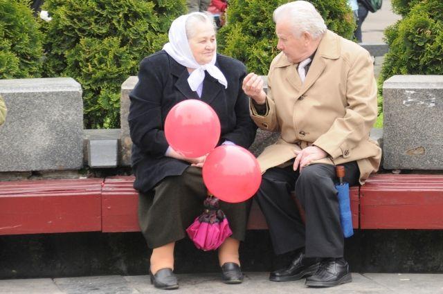 Пенсионеры стали активнее общаться.