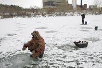 В МЧС призывают рыбаков не рисковать жизнью и отказаться от подлёдного лова.