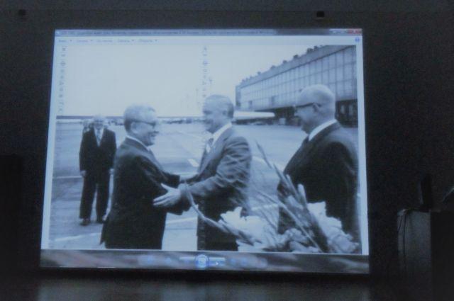 На встрече новосибирцам показали много архивных фото.