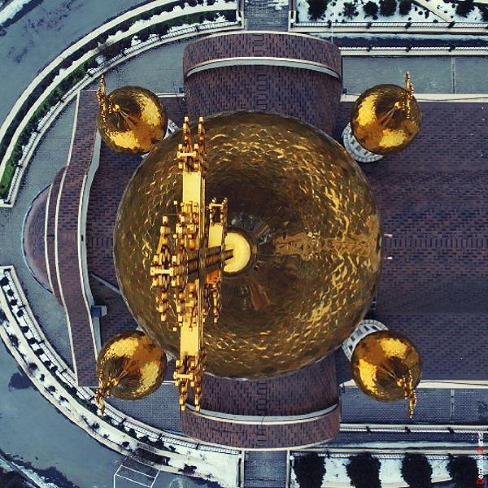 1. Вид на храм сверху.