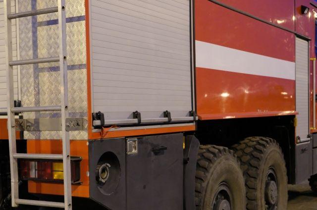 На месте работали 28 сотрудников МЧС и 8 пожарных машин.
