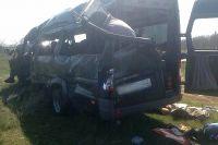 Пять человек погибли на месте аварии.