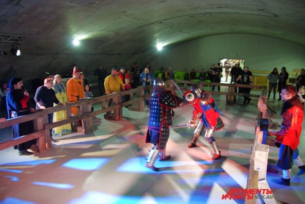 Кроме «Северного берега» соревновались также рыцари из ГИР «Делестер», КИР «Бер» (КИР «Бер» - главный организатор всего турнира «Вызов»), ФК «Гарда», а также воины из других Клубов и городов Сибири.