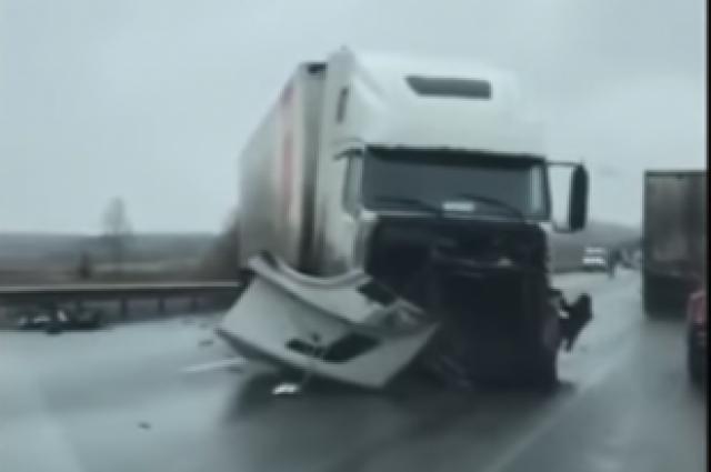На трассе Красноярск - Ачинск произошло смертельное ДТП.