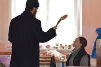 Жильцам центра «Милосердие» тюменцы помогли встретить Пасху