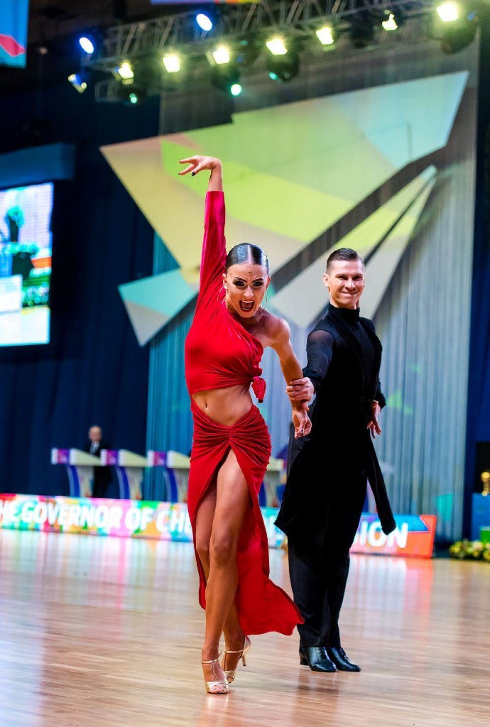 Танцоры в Челябинске боролись и за баллы мирового рейтинга.
