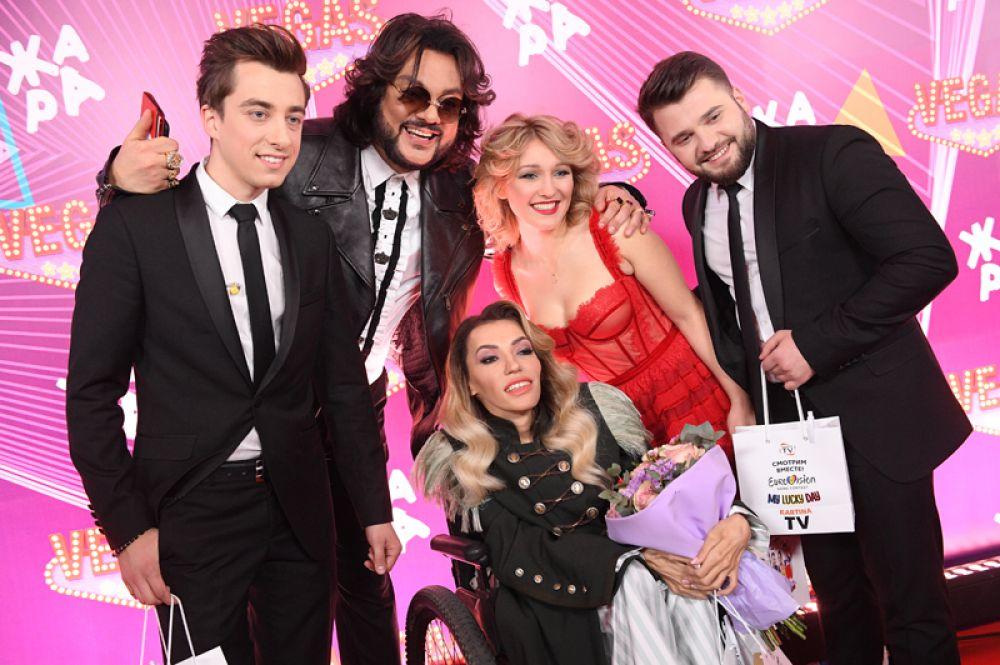 Участники группы DoReDos, певец Филипп Киркоров, написавший для них конкурсную песню My Lucky Day («Мой счастливый день») и Юлия Самойлова.