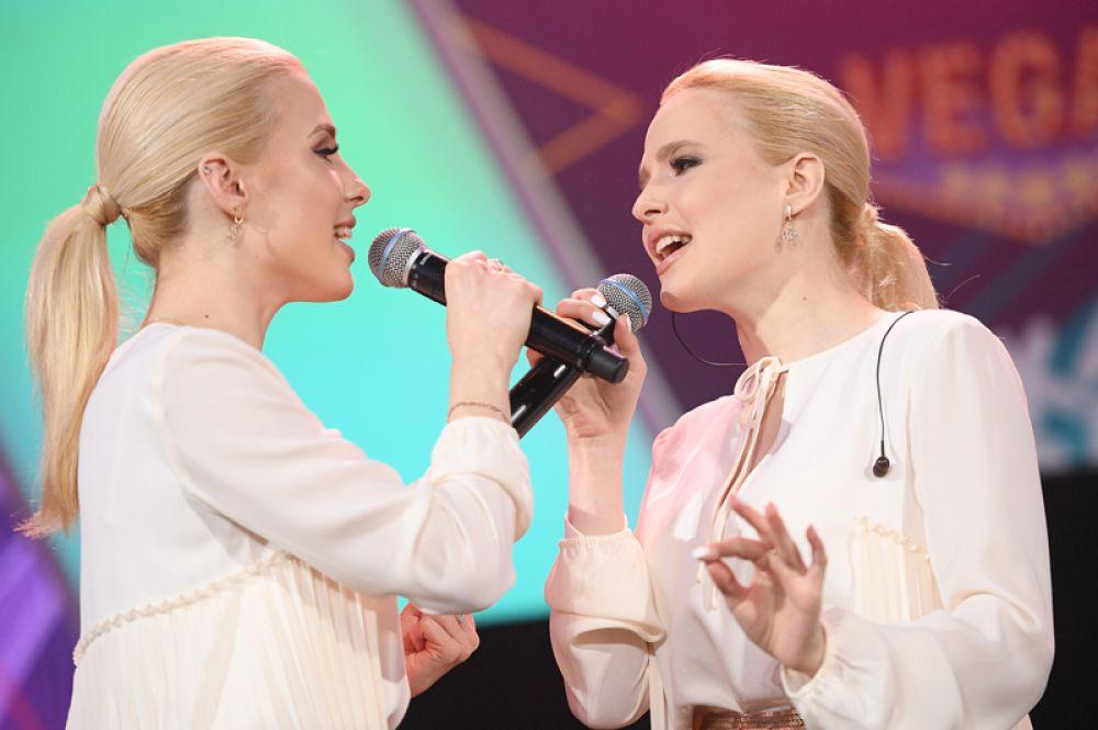Певицы Мария и Анастасия Толмачевы.