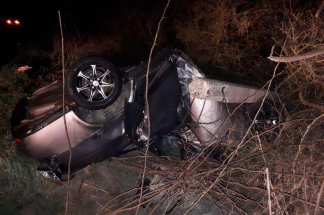 Автомобилистка на«Приоре» врезалась вЛЭП ипогибла наСтаврополье