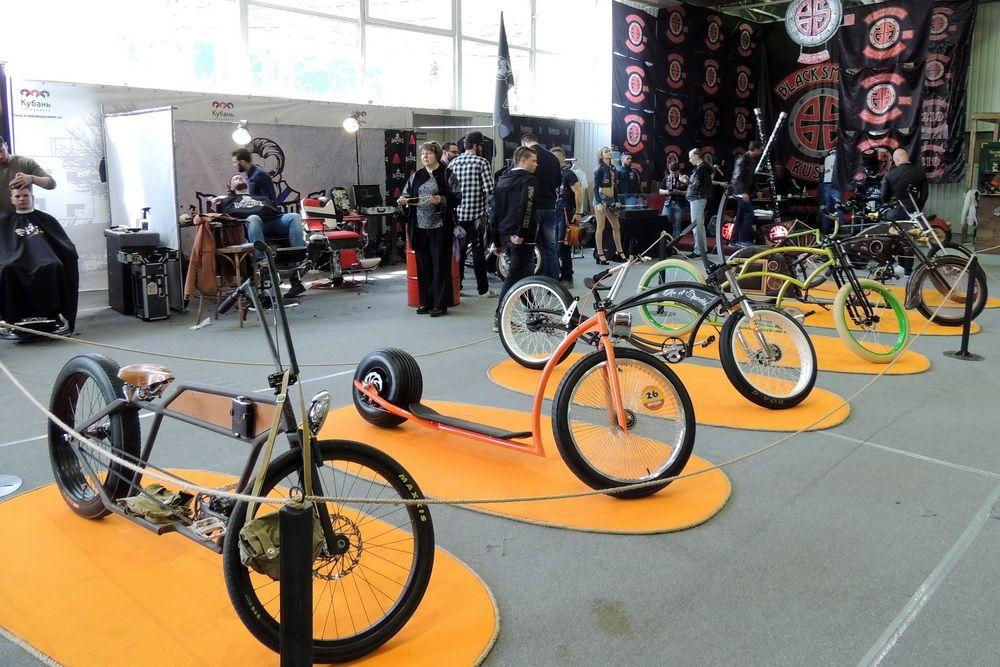 На выставке были представлены и велосипеды.
