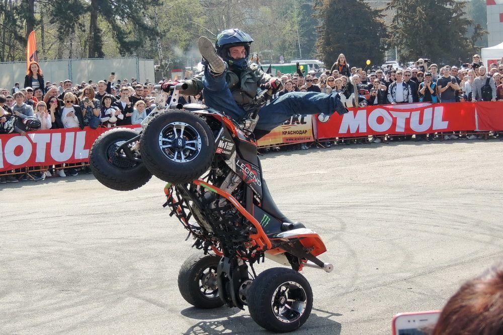 В рамках ЮМЭКС-2018 прошли показательные выступления по стантрайдингу - трюковой езде на мотоциклах разного класса.