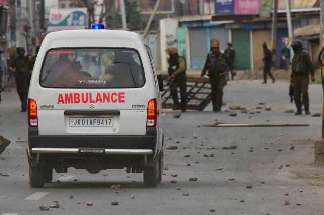 27 детей погибли после падения автобуса вущелье вИндии