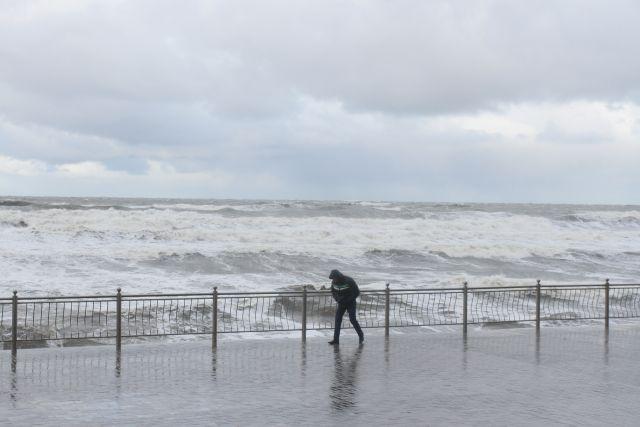 Моряки и рыбаки должны быть особенно осторожны во время непогоды.