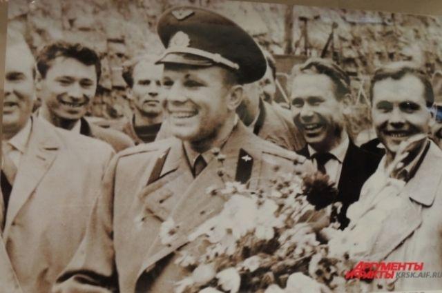 Космонавт был в Красноярске 25 сентября 1963 года.