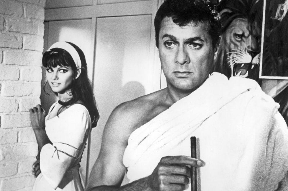 «Не гони волну» (1967) — Лаура Калифатти.