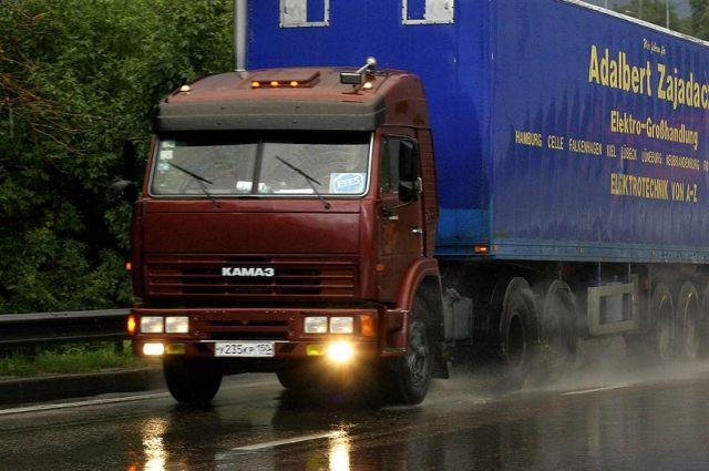 Мужчина бросился под колеса КамАЗа наРостовском шоссе вКраснодаре