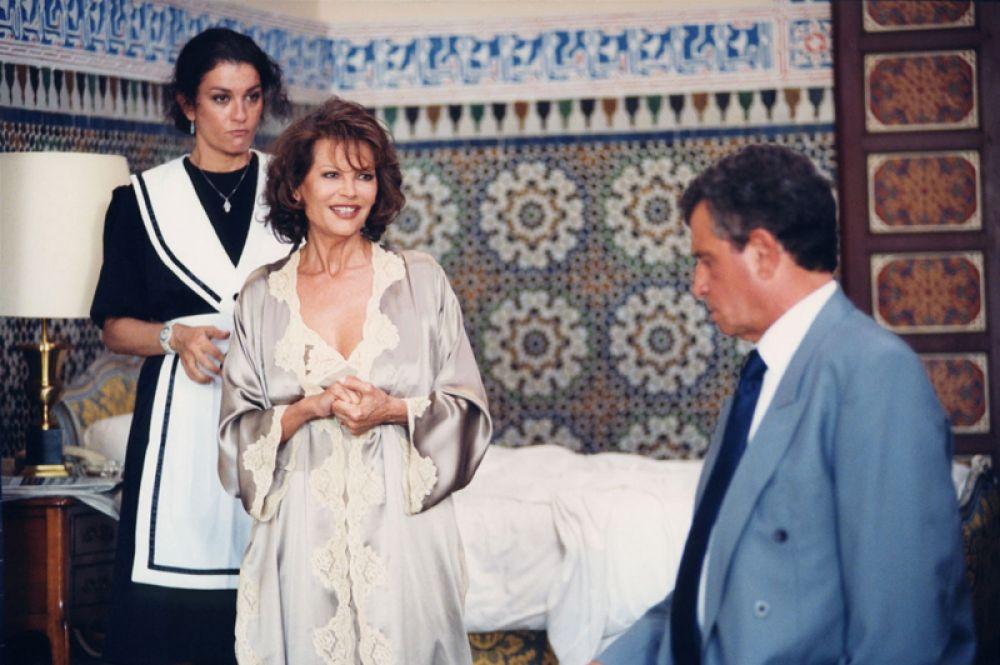 «А теперь, дамы и господа» (2002) — мадам Фальконетти.