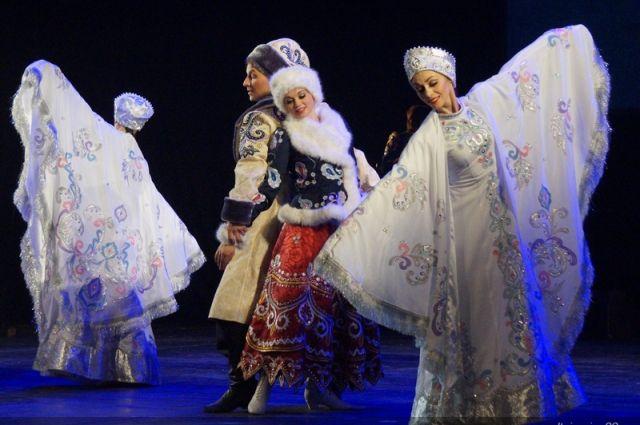 Ансамбль русского танца «Огоньки» выступил в филармонии Алтайского края
