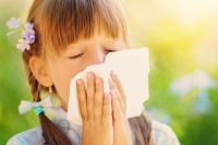 Весной многие люди страдают от аллергии.