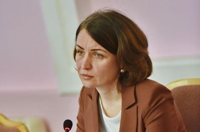 Оксана Фадина будет согласовывать вырубку деревьев в Омске.
