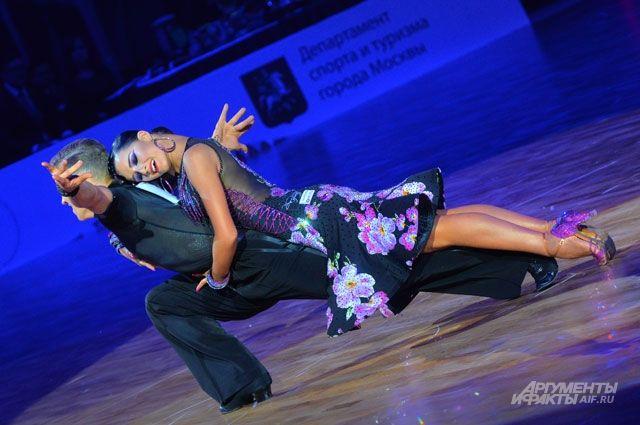 Танец - это жар и нежность, если он в латиноамериканской программе.