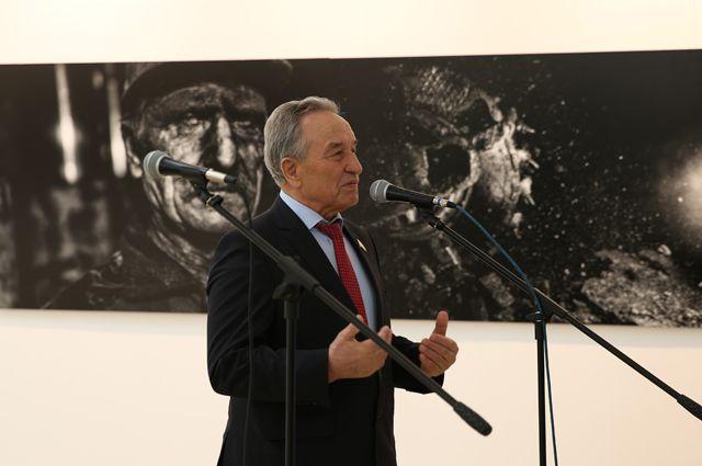 Штыгашев В. Н., председатель Верховного Совета Республики Хакасия.