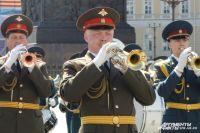 В шествии примут участие 23 парадных расчета и свыше 20 единиц военной техники.