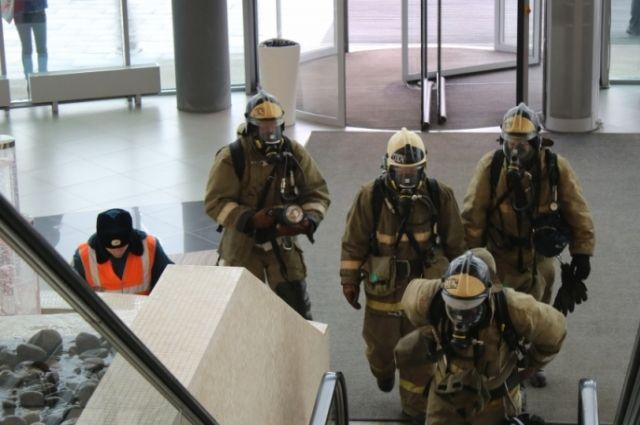 По всей стране проходят учения и проверка пожарной безопасности в торговых центрах.