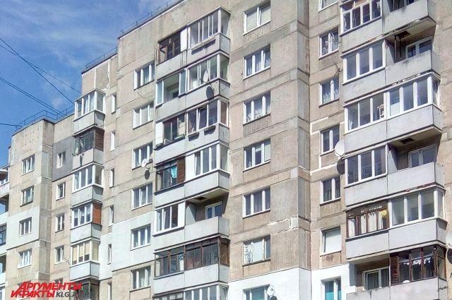В Калининграде 4-летний ребенок чуть не выпал из окна.