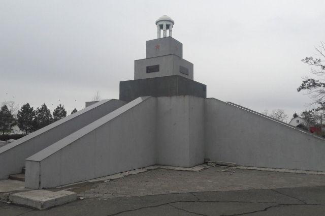 По сути памятник жертвам Куломзинского восстания - это монументальное погребальное сооружение.