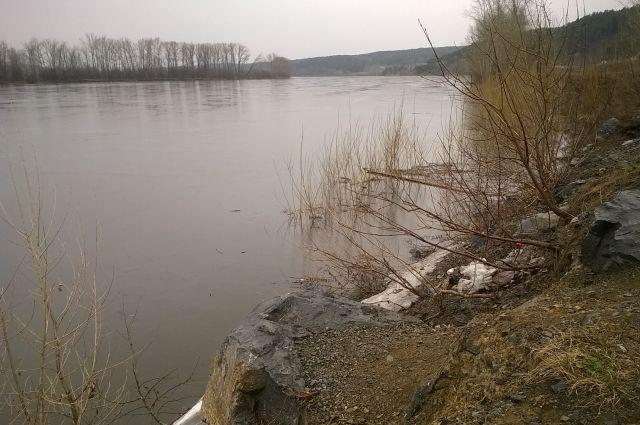 В Кемеровском Гидрометцентре рассказали об особенностях паводка в Кузбассе.