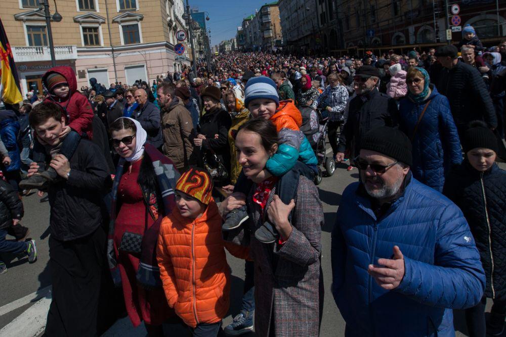 Тысячи жителей края вышли отметить Пасху.