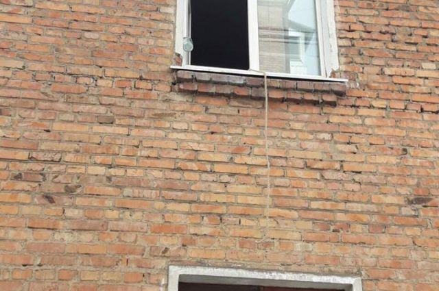 Под Черкассами чиновник выпрыгнул в окно своего кабинета с петлей на шее