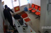Мужчина забрал четыре тысячи рублей.