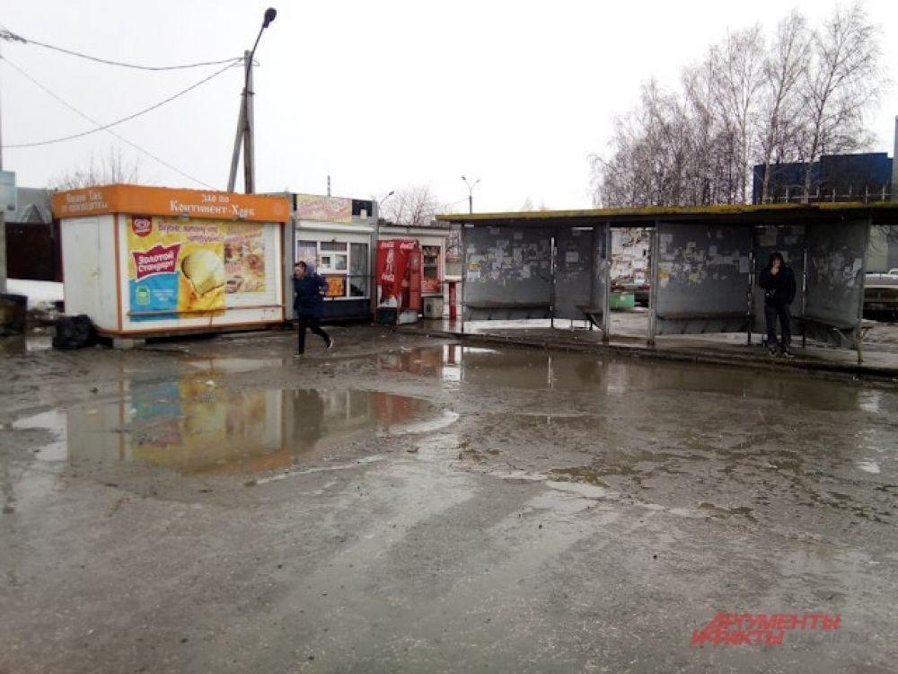 А так выглядит остановка общественного транспорта на ОРМЗ.