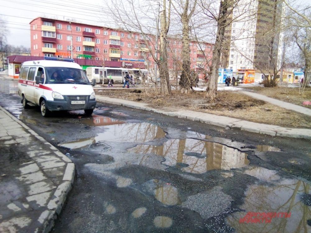 В мегаполисе этой весной даже застрял автомобиль скорой помощи.