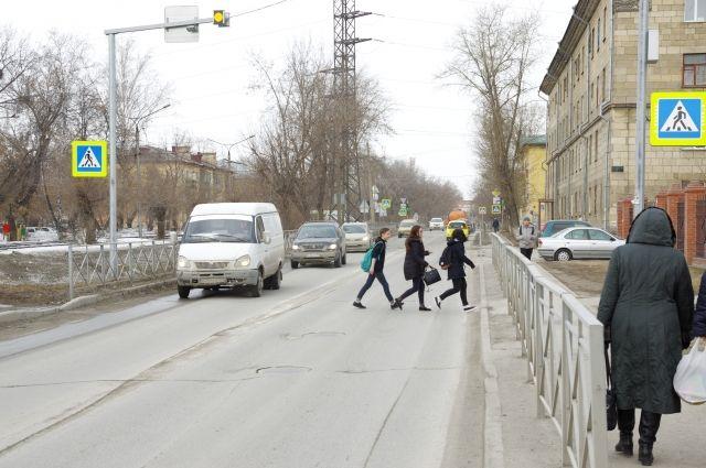 Нередко школьники неожиданно выбегают на проезжую часть.