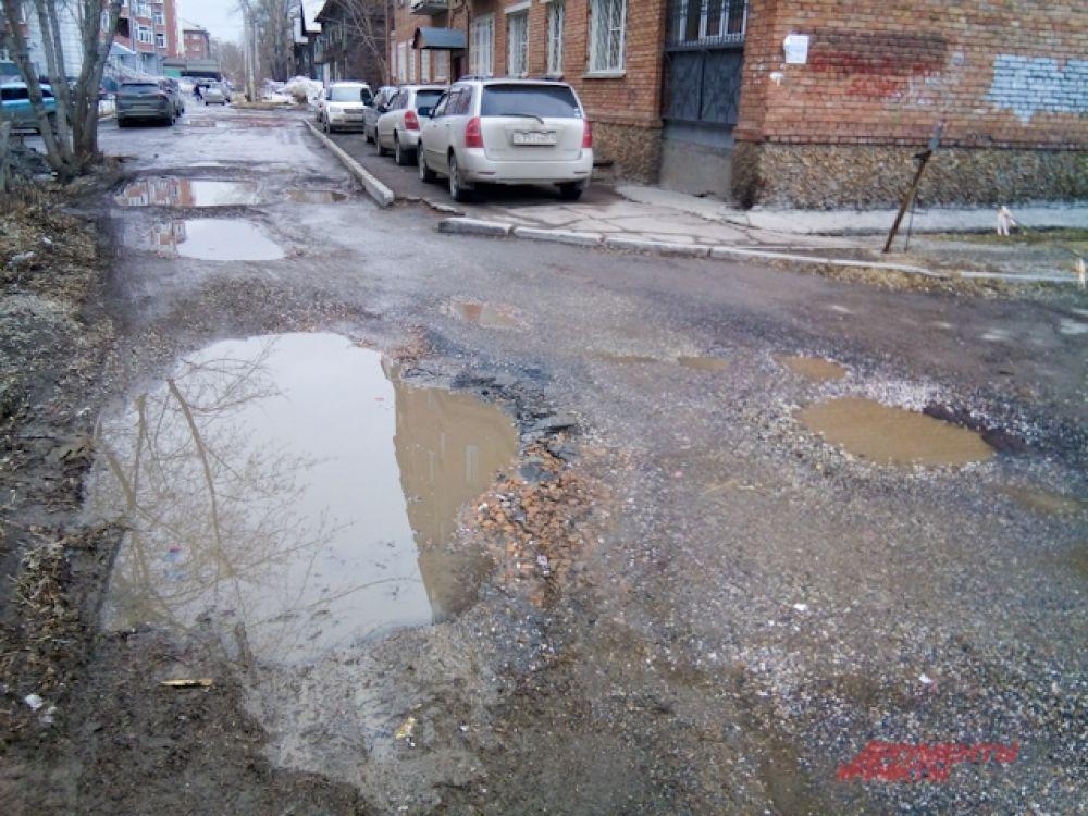 Порой движение машин там затруднено из-за проблем на дорогах.