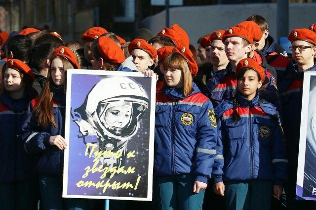 Члены экипажа МКС поздравили сДнем космонавтики жителей РФ