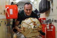 Рязанский дважды летал в космос и был командиром корабля.