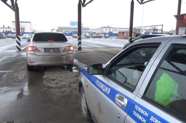 В Кемерове задержали машину-двойник, находившуюся в розыске.