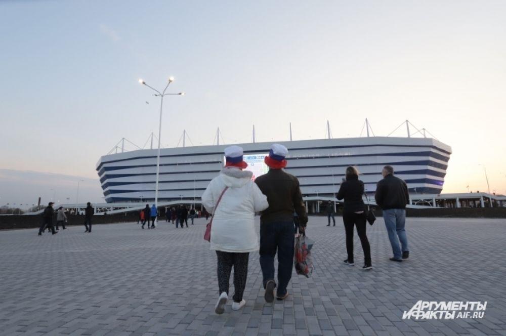 Вариантов добраться до стадиона несколько. Многие решили дойти пешком.