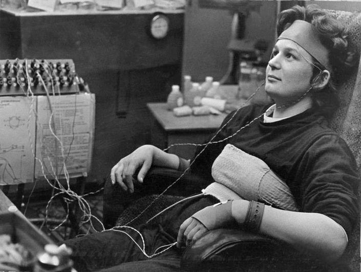 Валентина Терешкова проходит испытания перед своим историческим полетом в Космос, 1965 год.