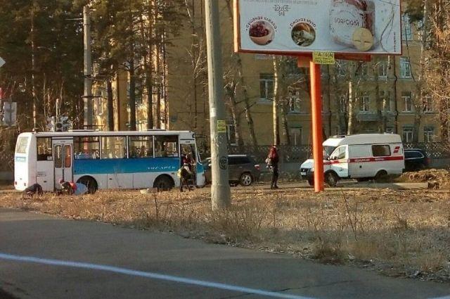 Пассажиры автобуса и водитель не пострадали.
