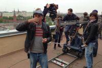 На съёмочной площадке помимо актёров задействованы множество технических специалистов - операторы, звукооператоры, осветители, гримёры, костюмеры.