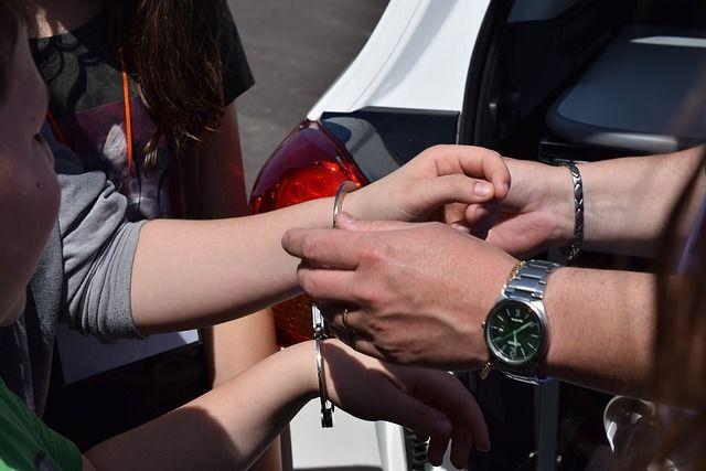 Задержание девушки, торговавшей героином, попало навидео вСтаврополе