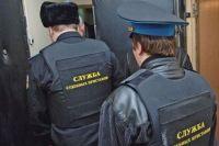Судебные приставы ограничили мужчине право выезда за пределы РФ.